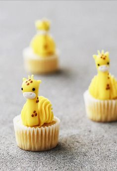 Giraffe cupcakes by Giraffe Cupcakes, Cute Cupcakes, Home Baking, Cute Food, Christmas Desserts, Sweet Tooth, Food Photography, Sweets, Fruit