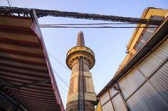 Parazita típusú víztorony Budapesten, a X. kerületi Kőbányai úton  Forrás: MTI/Czeglédi Zsolt Cn Tower, Budapest, Multimedia, Building, Travel, Viajes, Buildings, Trips, Traveling