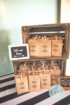65 Eco Chic Brown Kraft Paper Wedding Ideas is part of Wedding favors cheap When it comes to affordable wedding decor ideas, nothing beats good old kraft paper Kraft paper is a must in - Wedding Favors And Gifts, Cookie Wedding Favors, Creative Wedding Favors, Inexpensive Wedding Favors, Wedding Favor Bags, Beach Wedding Favors, Cookie Favors, Cheap Favors, Wedding Invitations