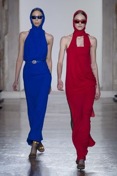 https://www.vogue.com/fashion-shows/fall-2018-ready-to-wear/versace/slideshow/collection