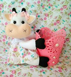 Moldes y tutorial para hacer vaquitas en fieltro para la cocina Cow Pattern, Foam Crafts, Felt Toys, Painting Patterns, Decoration, Hello Kitty, Give It To Me, Lily, Creative