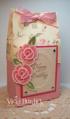 Gift Wrapping Inspiration : Beautiful woman´s bag with ribbon Paper Gift Bags, Paper Gifts, Paper Toys, Craft Bags, Craft Gifts, Wrapping Gift, 3 D, Pretty Box, Gift Packaging