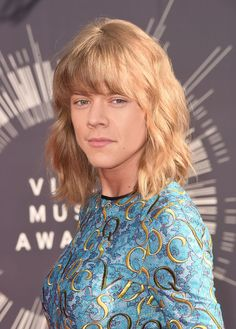 Imagine a beautiful alternate universe where, instead of being written about by Taylor Swift in her new song, Harry Styles was actually Taylor Swift in actual life. | If Harry Styles Were Taylor Swift