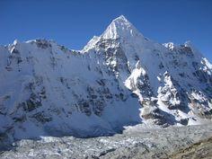 Kangchenjunga 04 08 Wedge Peak From Above Pangpema.JPG (2133×1600)