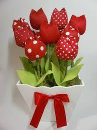 Resultado de imagem para centro de mesa mine vasinho com tulipas