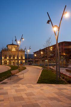 Plaza de San Juan y Jenaro Etxeandía Irún, Spain - Architect: Uzcanga Arquitectos - Lighting products: iGuzzini illuminazione - Photographed by 274km #Maxiwoody #Urban #iGuzzini #Lighting