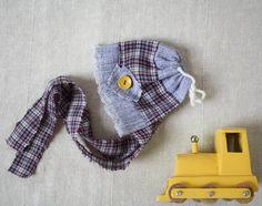 Mignon petit bonnet nouveau-né pour bébé garcon- Pret à expédier- Fait de tissus recyclés- Accessoire idéal pour séance de photographie