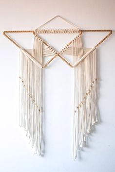 Fernweh - Makrame Simple Home Decor Macrame Design, Macrame Art, Macrame Projects, Macrame Knots, Art Macramé, Modern Macrame, Yarn Wall Art, Diy And Crafts, Arts And Crafts