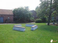 Betonbank DeLuxe bij VZW SKB Neerpelt/Helibel in Neerpelt