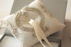 embellished ivory ring bearer pillow                                                                                                                                                                                 Mais