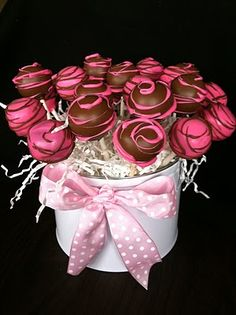cake pops@Amy Brown..another cute way to serve...