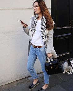 Casual Style Obsession Scarf Plus Coat Plus Top Plus Bag Plus Jeans Cute Spring Outfits, Casual Fall Outfits, Simple Outfits, Blue Jeans, Jeans Denim, Fall Fashion Trends, Autumn Fashion, Espadrilles Chanel, Chanel Shoes