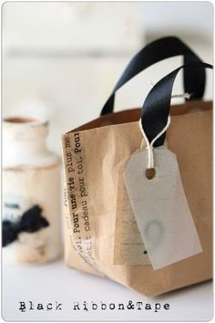 """2 types of handmade bag ideas that will help you right away-from """"natural living tips"""" – Bag World Design Package, Label Design, Design Design, Graphic Design, Food Packaging Design, Bottle Packaging, Coffee Packaging, Paper Bag Design, Diy And Crafts"""