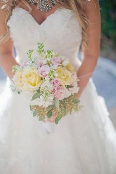 Ramo de novia en colores pasteles    Foto de Jessica Lorren Photography