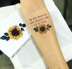 Sunflowers Tattoos Design Ideas for Women - chic better Mom Tattoos, Finger Tattoos, Future Tattoos, Sleeve Tattoos, Tattoos For Women, Tatoos, Unique Tattoos, Beautiful Tattoos, Small Tattoos