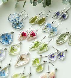 Diy Resin Art, Epoxy Resin Art, Diy Resin Crafts, Resin Molds, Resin Jewlery, Resin Jewelry Making, Quilling Jewelry, Jewelry Crafts, Diy Resin Earrings