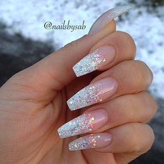 Glitter nail art designs have become a constant favorite. Almost every girl loves glitter on their nails. Glitter nail designs can give that extra edge to your nails and brighten up the move and se… Coffin Nails Long, Long Nails, My Nails, Short Nails, Vegas Nails, Stick On Nails, Shiney Nails, Long Nail Art, Polish Nails
