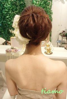 ナチュラルアップから人気の花冠スタイルへ♪リハ編 の画像|大人可愛いブライダルヘアメイク『tiamo』の結婚カタログ