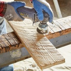 Make Your Own Barnwood in Nine Steps - Person Making Saw Marks on Wood With a Grinder Barn Wood Projects, Woodworking Projects Diy, Woodworking Shop, Reclaimed Wood Projects, Reclaimed Barn Wood, Woodworking Techniques, Popular Woodworking, Rustic Furniture, Diy Furniture
