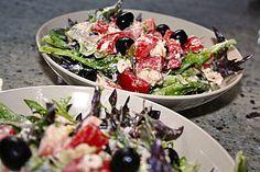 Bunter Salat mit Schafskäse 1 Caprese Salat, Feta Salat, Cobb Salad, Dips, Food And Drink, Healthy, Recipes, Snacks, Party
