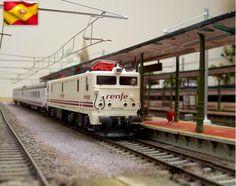 Ferrocarriles españoles. 9000 Renfe Operadora. Escala H0.