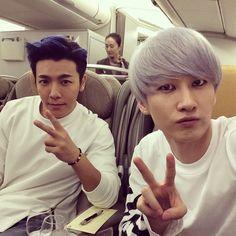 Donghae and Eun Hyuk --  Plane to Japan - - Too cute.
