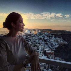 It's quite a special experience to see the sunrise over Greece. I'm so missing this beautiful place. I may need to make a return sooner rather than later! ✨🌙 Santorini, Greece @juliajetsetting travel blogger #travel #wearetravelgirls #girl #travelinstyle