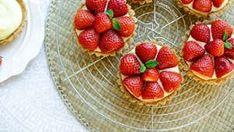 Simpele gele room dessert   Kookmutsjes White Chocolate Fudge, Raspberry, Strawberry, Tortilla Wraps, Ferrero Rocher, Mini Cheesecakes, Soup Recipes, Sweets, Pasta