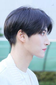 Seonghwa uploaded by ᎢᎪYᏞᎾᎡ ᎢᏌᎡNᎬᎡ on We Heart It Kpop Hairstyle Male, Korean Boy Hairstyle, Undercut Hairstyles, Boy Hairstyles, Asian Haircut, Korean Hair, Girls Short Haircuts, Korean Men, Male Face