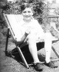 John Lennon's childhood Photos Photos) – The Beatles Les Beatles, John Lennon Beatles, John Lennon Children, Jhon Lennon, Yoko Ono, Childhood Photos, Childhood Days, Personalidade Infp, Young John