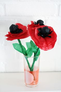make these lollipoppies with a lollipop, tissue paper and a paper straw