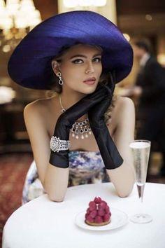 Cultivating an elegant mind Photo Mannequin, Stil Inspiration, Estilo Glamour, Lady, Stylish Hats, Estilo Retro, Love Hat, Mannequins, Hats For Women