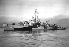 USS Luce Sunk after being hit by two kamikaze aircraft off Okinawa 3 May Fletcher Class Destroyer, Naval Station Norfolk, Uss Iowa, Abandoned Ships, Military Diorama, United States Navy, Navy Ships, Us History, Shipwreck