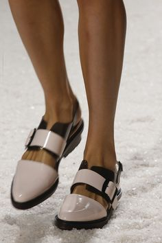 phillip lim spring 2014 ready-to-wear collection slideshow Phillip Lim, Shoe Boots, Shoes Sandals, Flat Shoes, Dream Shoes, Mode Inspiration, Beautiful Shoes, Designer Shoes, Me Too Shoes