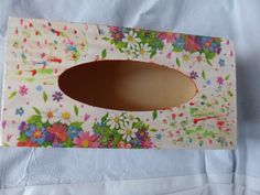 Boite a mouchoir cœur fleur collage de serviette, peinture acrylique  ref: 2014/12/10