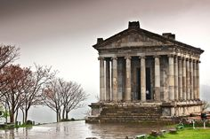 Polémica por un café cerca del templo de Garni - Soy Armenio Roman Architecture, Ancient Architecture, Armenia, Archaeological Site, Ancient Artifacts, Ancient Rome, Roman Empire, Pagan, Gazebo