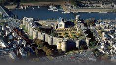 Château d'Angers aussi appelé château des ducs d'Anjou, est situé dans la ville d'Angers dans le département de Maine-et-Loire en France