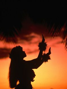 Hula Dancer At Sunset Waikiki Beach Hawaii - hula-dance-and-music Photo Tahitian Dance, Hawaian Party, Hawaii Hula, Hawaiian Dancers, Sunset Silhouette, Dancer Silhouette, Hula Dancers, Waikiki Beach, Foto Pose