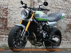 Kawasaki / Tuning: Deals and Wheels Kit Kawasaki Cafe Racer, Kawasaki 900, Motos Kawasaki, Kawasaki Motorcycles, Cafe Racer Bikes, Cars And Motorcycles, Cafe Racers, Sv 650, Pinstripe Art