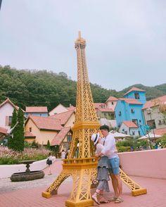 Instagram의 삐순희님: 오늘 이상하게 한마디한마디가 다 설레네 . . . #설리설리 #두준두준 #설레임 #럽스타그램 #옥희는예쁘다 #셀피 #가평 #쁘띠프랑스 #에펠탑 #언제한번가보자 #여행 #즐거