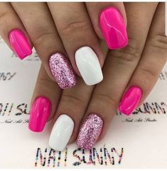 The advantage of the gel is that it allows you to enjoy your French manicure for a long time. There are four different ways to make a French manicure on gel nails. Bright Nail Designs, White Nail Designs, Nail Art Designs, Nails Design, Sparkle Nails, Glitter Nails, Nails Ideias, Bright Nails, Bright Pink Nails With Glitter