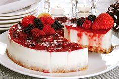 Aprenda esta receita de Cheesecake com nozes e frutas vermelhas, que além de muito deliciosa, é a opção perfeita para a sobremesa da ceia de Natal!
