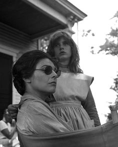 Anne Bancroft With Patty Duke, on the set of 'The Miracle Worker', 1962 - The film was shot at Big Sky Ranch in Simi Valley, California & Middletown, New Jersey. Anthony Hopkins Movies, Old Hollywood Movies, Classic Hollywood, The Miracle Worker, Patty Duke, Anne Sullivan, Anne Bancroft, Image Film, Drama