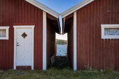 Emellan - bildpunk - #fotosondag emellan två sjöbodar i Grebbestad. - http://ift.tt/2ediICP IFtemppicpinned in Building blocksdownld in ios #October 31 2016 at 12:46PM#via IF