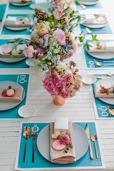 blue and white tablescapes - photo by Beck Rocchi http://ruffledblog.com/balloon-filled-party-inspiration-at-a-pandora-brunch