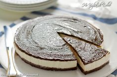 Cheesecake al cocco e nutella, una deliziosa torta fredda ideale per l'estate. Semplice, senza forno, è veloce da preparare, golosa e piace a tutti.
