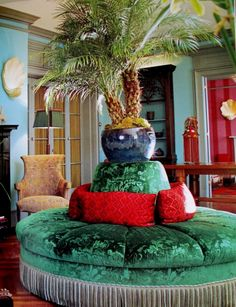 The Decorator: Muriel Brandolini - trailblazing woman of design Living Room Interior, Interior Design Kitchen, Interior Decorating, Interior Ideas, Interior Inspiration, Living Rooms, Living Spaces, Home Design, Victorian Sofa