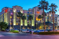 Just a 10-minute car trip from McCarran International Airport, Hampton Inn Tropicana Las Vegas offers convenient and stylish accommodation. Popular amenities, such as free Wi-Fi, a Jacuzzi and an outdoor pool, make for a satisfying stay in Las Vegas.