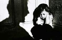 Pemahaman Pengasuhan Reduksi Kekerasan pada Anak  Kembali kita dikejutkan oleh berita tentang penelantaran dan penyiksaan anak. Kali ini yang menjadi korban adalah 5 bersaudara yang ditelantarkan dan diduga mengalami penyiksaan yang dilakukan oleh orangtua mereka sendiri. Menelantarkan dan menyiksa anak adalah perbuatan yang melanggar Hak Asasi Manusia (HAM) sebagaimana tercantum dalam UUD 45. Berdasarkan HAM, semua anak memiliki hak untuk tumbuh dan berkembang. Sangat disayangkan karena…
