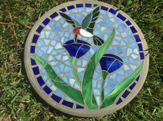Hummingbird in Bloom 2 Stepping Stone Mosaic - Handmade Stained Glass and Concrete Stepping Stone - Round Mosaic Birdbath, Mosaic Garden Art, Mosaic Vase, Mosaic Birds, Mosaic Flowers, Mirror Mosaic, Mosaic Art Projects, Mosaic Crafts, Stained Glass Projects